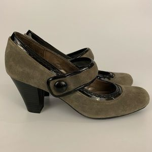 Naturalizer Green And Black Suede Pumps